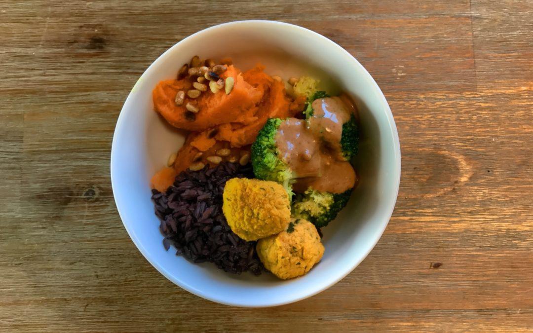 Buddha Bowl Rezept – Brokkoli & Süßkartoffel Falafel